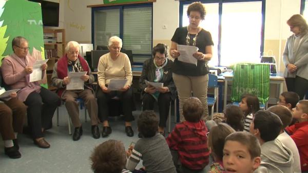 Seniores contam história aos Alunos da EB1/JI Brandoa