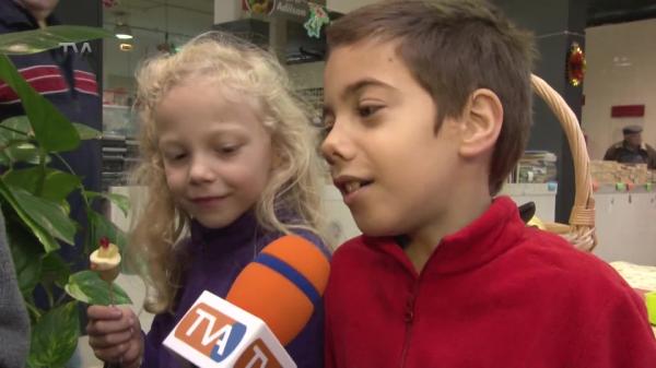 Crianças Aprendem a fazer Popeco de Neve