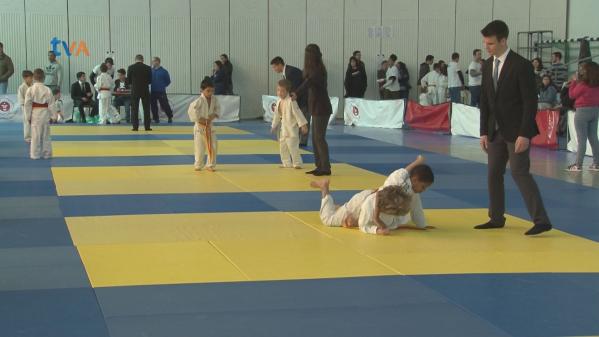 Escola Azevedo Neves Recebe Torneio do Instituto do Judo