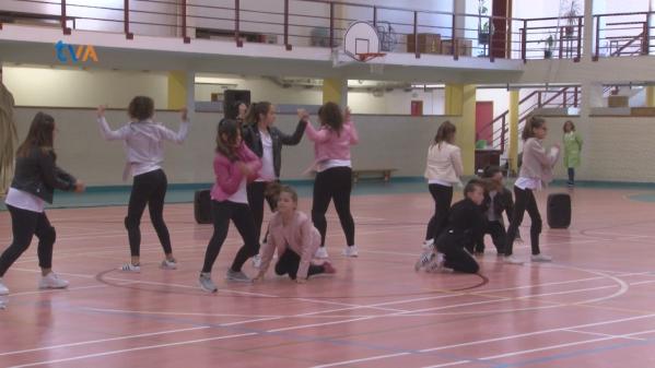 Egzit Convida Amigos e Celebram a Dança