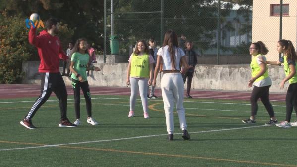 Alunos Escola Mães d´Água Jogam Andebol com Equipa Senior do Benfica