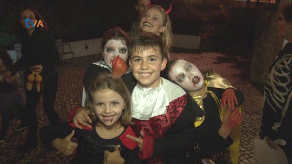 Crianças Celebram Halloween com Jogos e Brincadeiras