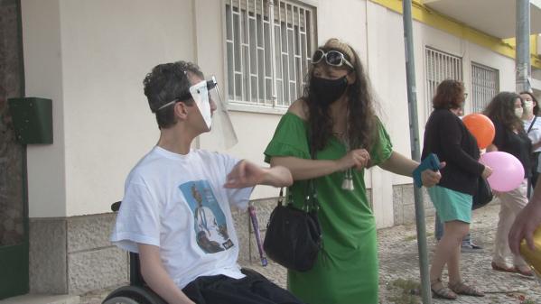 Forças de Socorro e de Segurança Cantam os Parabéns ao Atleta Paralímpico João Martins
