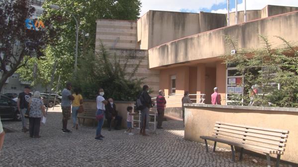 Utentes Centro Saúde Brandoa Pedem Requalificação do Edifício e Mais Médicos